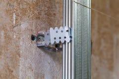Innenraum der Wohnung mit Materialien während auf des Baus, der Umgestaltung, des Wiederaufbaus und der Erneuerung lizenzfreie stockfotos