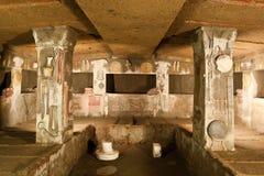 Innenraum des alten Grabs (Etruscan Necropolis) Lizenzfreie Stockbilder
