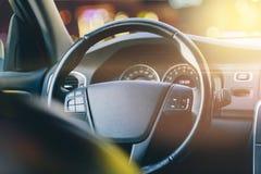 Innenraum des Autos, der Fahrer ` s Sitz Stockfoto