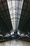 Innenraum des Bahnhofs stockfotos