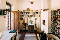 Innenraum des belarussischen Hauses des Anfangs des 20. Jahrhunderts in Weißrussland Stockfotos