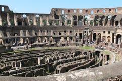 Innenraum des Colosseum Stockbilder