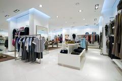 Innenraum des Einkaufszentrums stockfoto