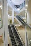 Innenraum des Einkaufszentrums Stockfotografie