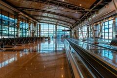 Innenraum des Einstiegtoraufenthaltsraums im Flughafen Lizenzfreie Stockbilder