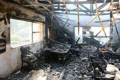 Innenraum des gebrannten Hauses Stockfotos