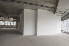 Innenraum des Geschäftszentrums im Bau Lizenzfreie Stockbilder