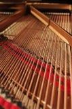 Innenraum des großartigen Klaviers Lizenzfreie Stockfotos