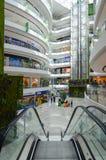Innenraum des großen modernen Einkaufszentrums Toptani, Tirana, Albanien Lizenzfreies Stockbild