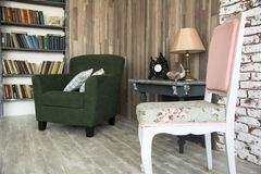Innenraum des Kabinetts mit einem Stuhl Lizenzfreies Stockbild