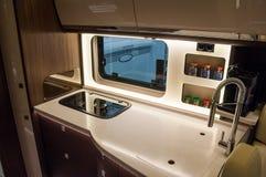 Innenraum des Luxuswohnwagens stockbilder