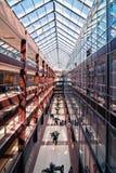 Innenraum des modernen Bürohauses Stockbild