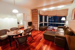 Innenraum des modernen Hotelzimmers Lizenzfreie Stockfotos