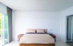 Innenraum des modernen Schlafzimmers lizenzfreies stockfoto