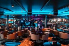 Innenraum des Nachtklubs von Autofähre Mitgliedstaat Silja Serenade von Silja Line mit Tanzboden stockfotos