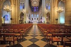 Innenraum des Notre Dame de Paris Stockbild