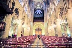 Innenraum des Notre Dame de Paris Lizenzfreies Stockfoto