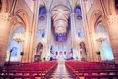 Innenraum des Notre Dame de Paris Lizenzfreies Stockbild