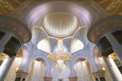 Innenraum des Scheichs Zayed Mosque Lizenzfreie Stockbilder