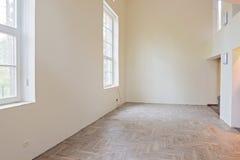 Innenraum des unfertigen Wohnzimmers stockfoto