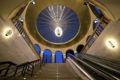 Innenraum des Untertagedurchganges auf Neftchilar-Allee stockfotografie