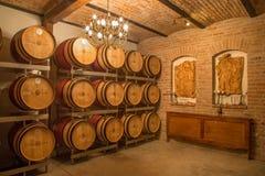 Innenraum des Weinkellers des großen slowakischen Produzenten. Lizenzfreies Stockbild