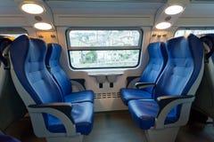 Innenraum des Zugs der Langstreckenmitteilung Stockbilder