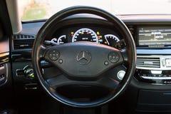 Innenraum (Designo) von benutztem Mercedes-Benz S-klasses350 lang (W221 Stockfotos