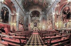 Innenraum einer alten Kirche mit Malereien und Dekorationen Lizenzfreie Stockfotografie