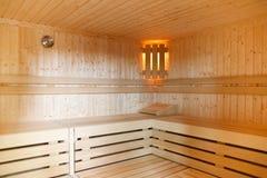 Innenraum einer hölzernen Sauna lizenzfreie stockbilder