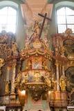Innenraum einer katholischen Kirche Lizenzfreies Stockfoto