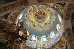Innenraum einer orthodoxen Kirche stockbild