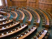 Innenraum einer Parlamentssenathalle Lizenzfreies Stockbild