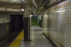 Innenraum einer U-Bahnstation lizenzfreies stockfoto