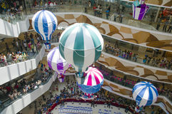 Innenraum eines Einkaufszentrums Lizenzfreie Stockfotografie