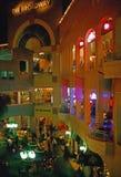 Innenraum eines Einkaufszentrums Stockbild