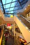 Innenraum eines Einkaufszentrums Stockfotos