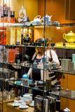 Innenraum eines Einkaufszentrums stockbilder