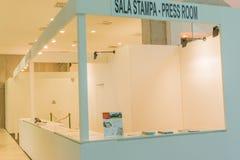 Innenraum eines Geschäftszentrums und der Aufnahme, Presseraum stockfotos