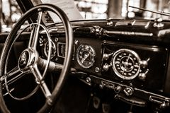 Innenraum eines Größengleichluxus` auto Mercedes-Benzs 220 Cabriolet A ` W187, 1951 Stockfoto