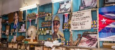 Innenraum eines lokalen kubanischen Shops lizenzfreies stockfoto