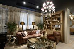 Innenraum eines Luxuswohnzimmers Stockbild