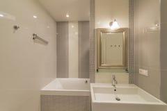 Innenraum eines modernen Badezimmers Lizenzfreies Stockfoto