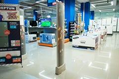 Innenraum eines modernen Einkaufszentrums Stockbilder
