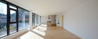 Innenraum eines modernen Hauses, gerade ein Raum leer lizenzfreies stockfoto