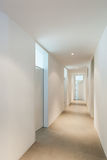 Innenraum eines modernen Hauses, Korridor Stockfoto