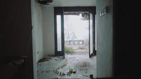 Innenraum eines verlassenen Hotels stock video