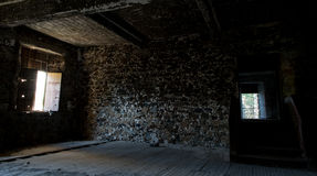 Innenraum eines verlassenen leeren Raumes Stockfotos