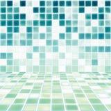 Innenraum mit Mosaik deckte Badezimmer mit Ziegeln Lizenzfreies Stockbild