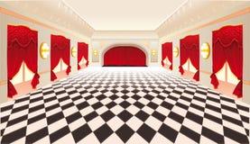 Innenraum mit roten Trennvorhängen und mit Ziegeln gedecktem Fußboden. Lizenzfreie Stockfotos